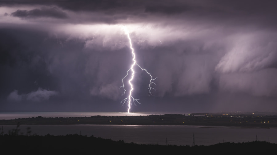 Shelf Lightning Bolt by Jure Batagelj on 500px.com