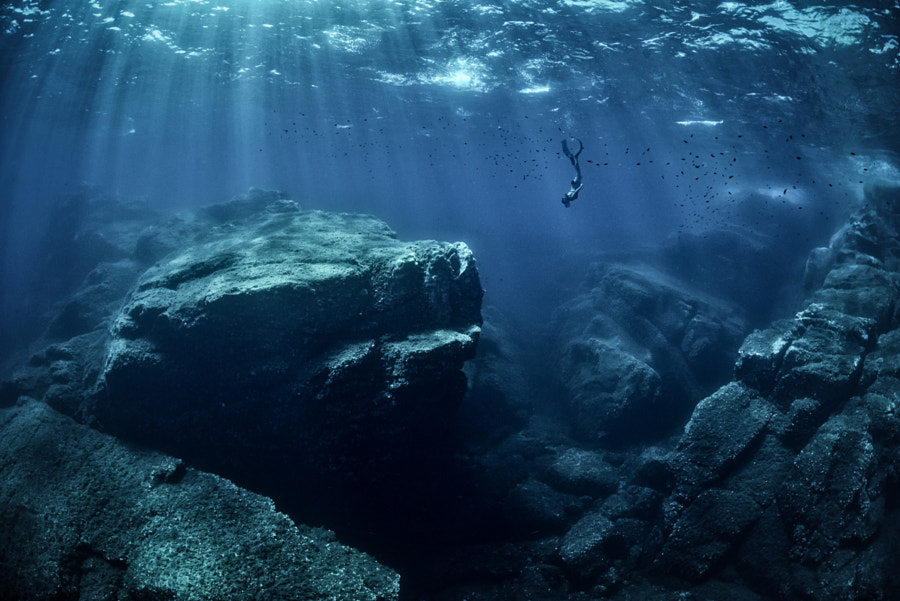 Apnea in blue water by Eric Volto on 500px.com