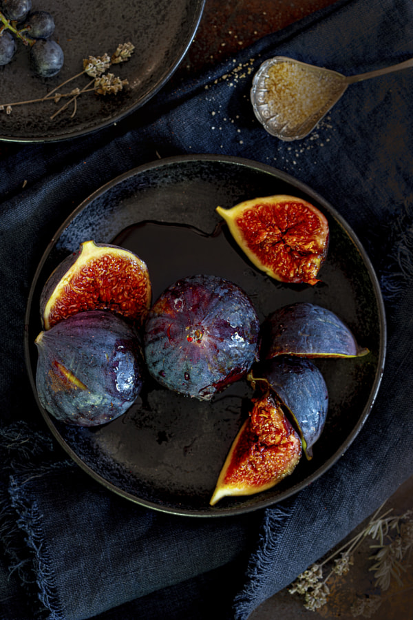Fresh figs on a plate by Willy Sengers on 500px.com