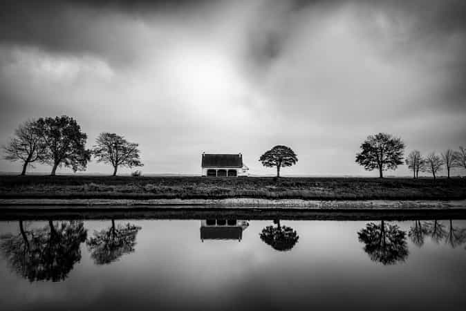 Little house by the canal by Christophe Staelens