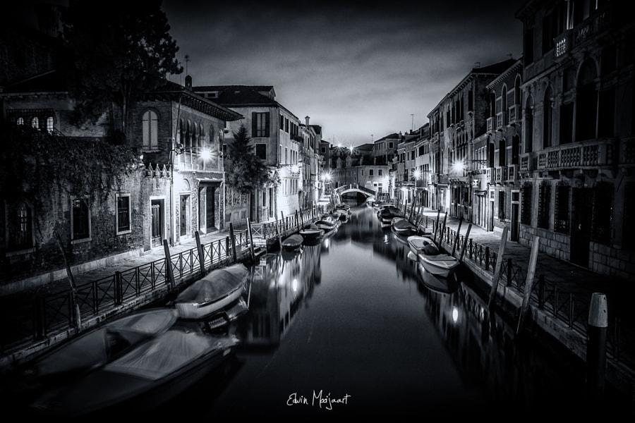 Dark streets of Venice
