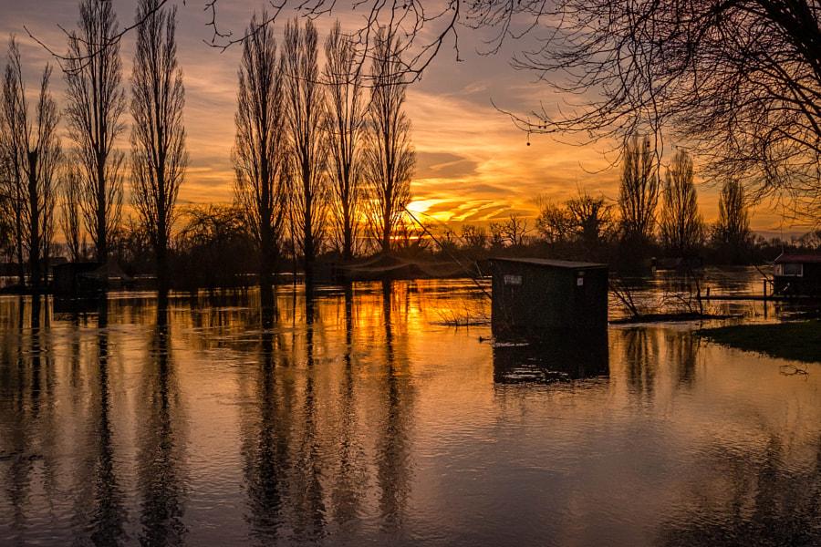 La cabane de pêcheur les pieds dans l'eau by Fabrice Denis Photography on 500px.com
