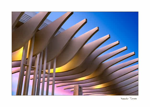 Anochece en el Muelle Uno by Manolo Torres