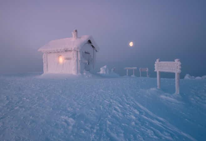 Frozen home by Andrew Bazanov