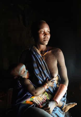 ethiopian tribes suri by Sarawut Intarob