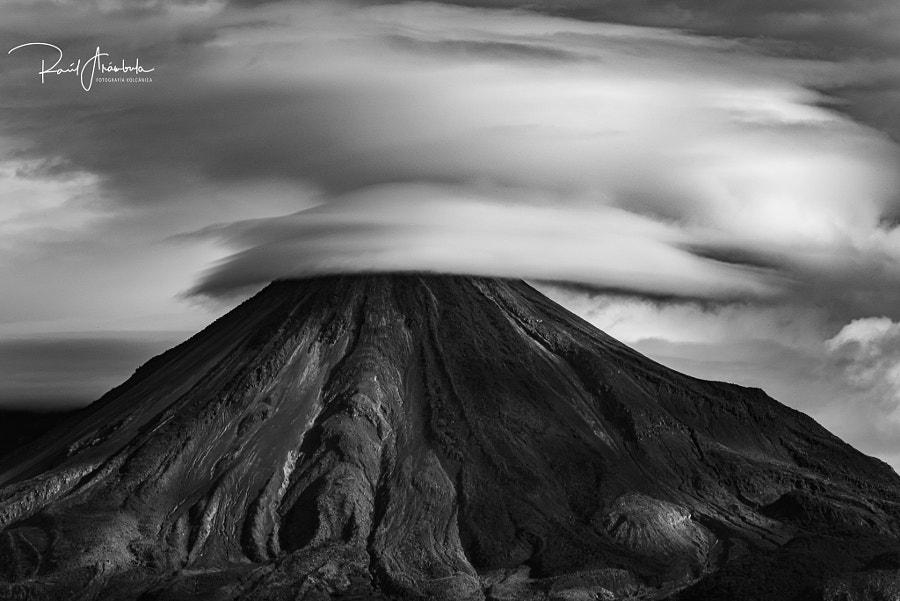 Volcán lenticular by Raúl Arámbula on 500px.com