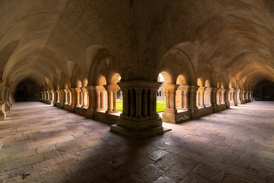 The corridors of the enchanted castle. Photographer 北斗星 云 Sen Li