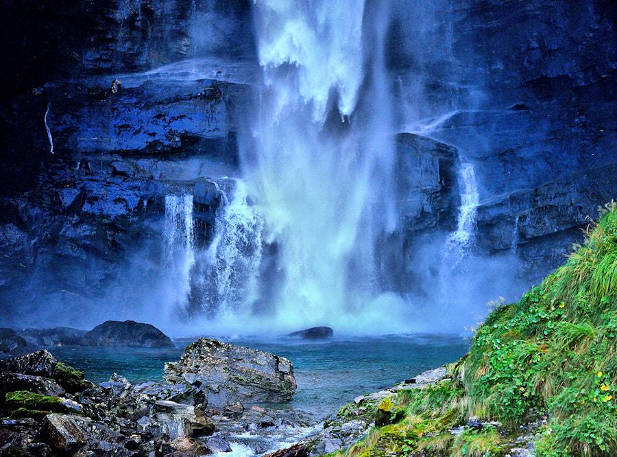 . falling waters . by Pirmin  Zimmermann on 500px.com