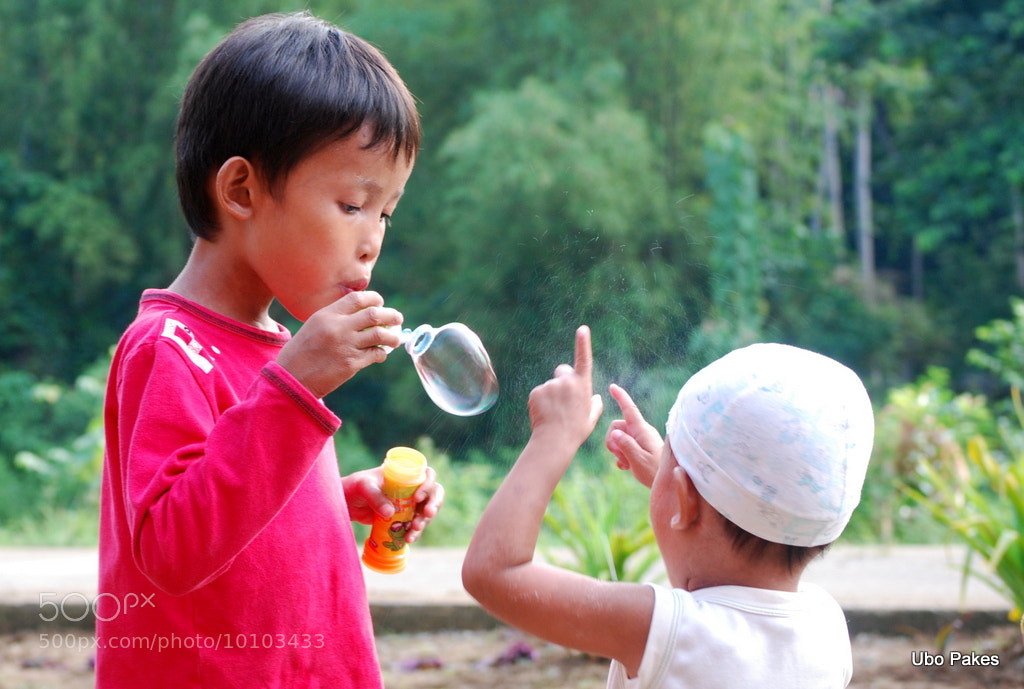 Photograph Blowing bubbles by Ubo Pakes on 500px