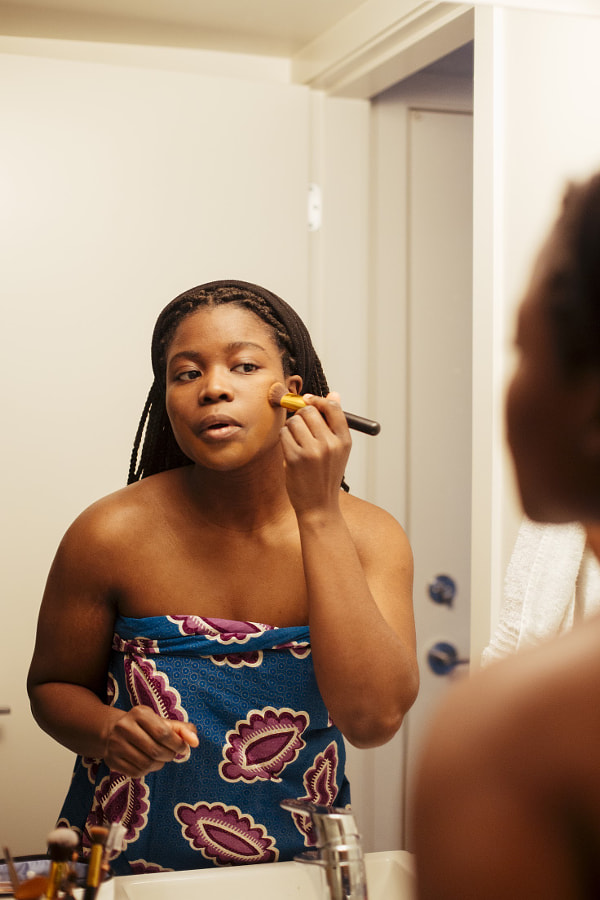 "Young woman Applying Make-up in mirror, Delator ""Dela"" Hini by Hagar Wirba on 500px.com"