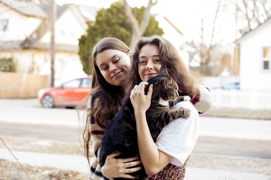 Young friends holding cat, Asha Hannan, Zenaeja Henry-Lafrance by Hagar Wirba on 500px.com