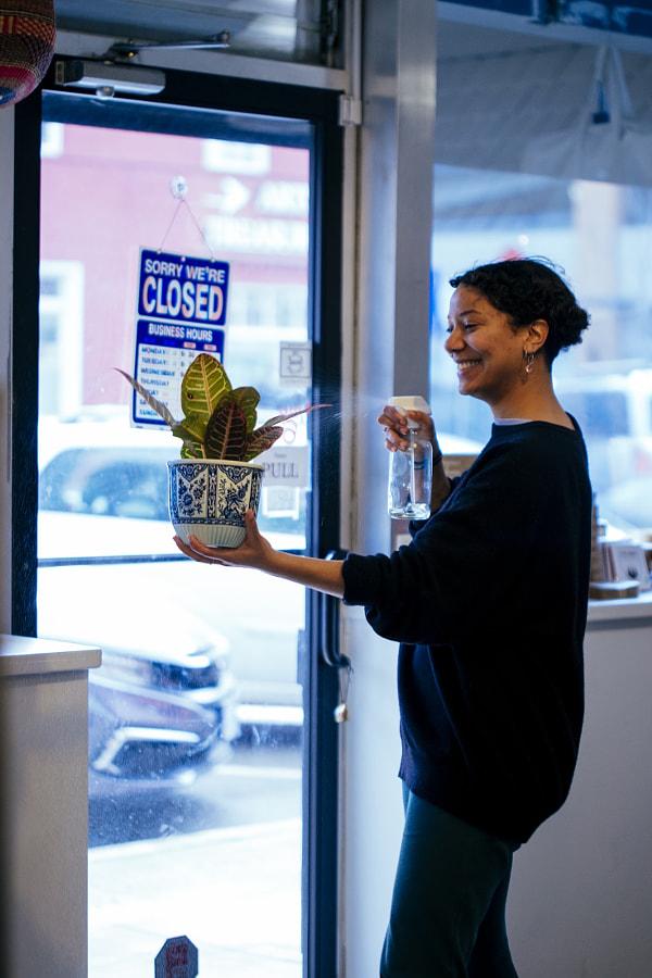 Young woman at work in zero waste store, Rhythm Hunter by Hagar Wirba on 500px.com