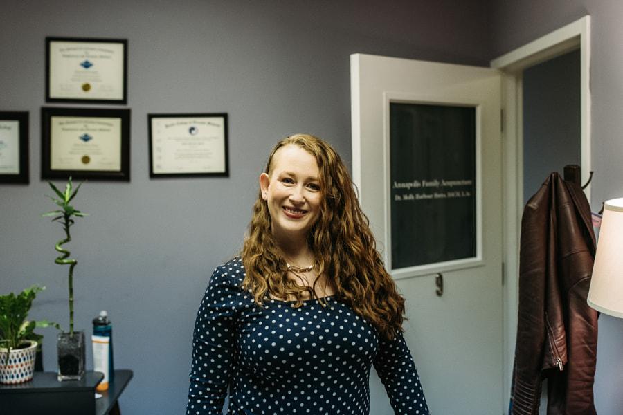 Caucasian woman acupuncturist  by Winnie Bruce on 500px.com