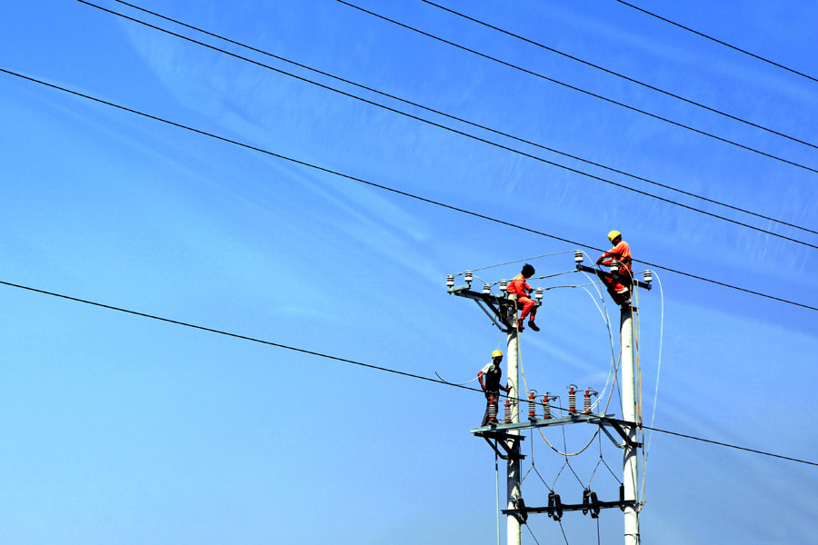 Photograph electrical workers by Tuan Hung Nguyen on 500px