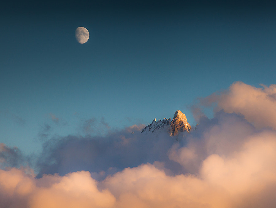 Touch the moon. Photographer Vincent Favre
