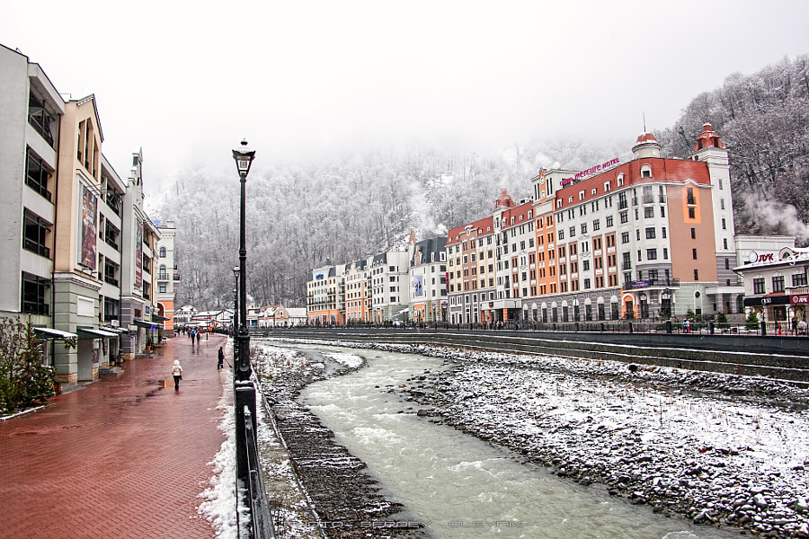 The embankment of Rosa Khutor. Photographer S. Oleynik