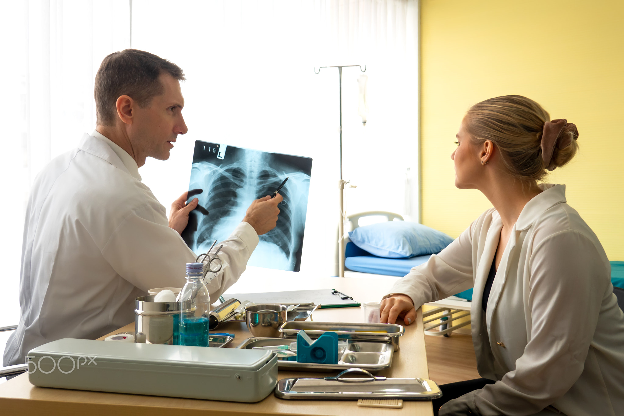 doctor explaining x-ray result to women patient