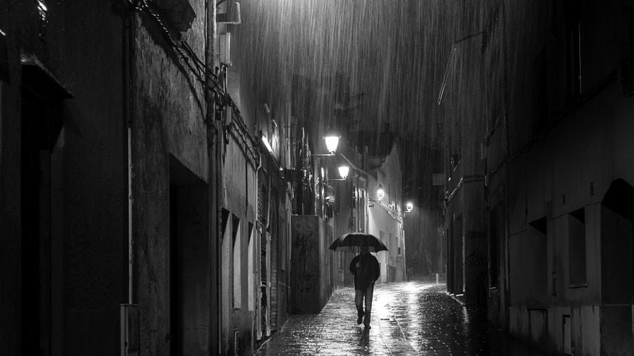 De nit sota la pluja by rosarosell on 500px.com