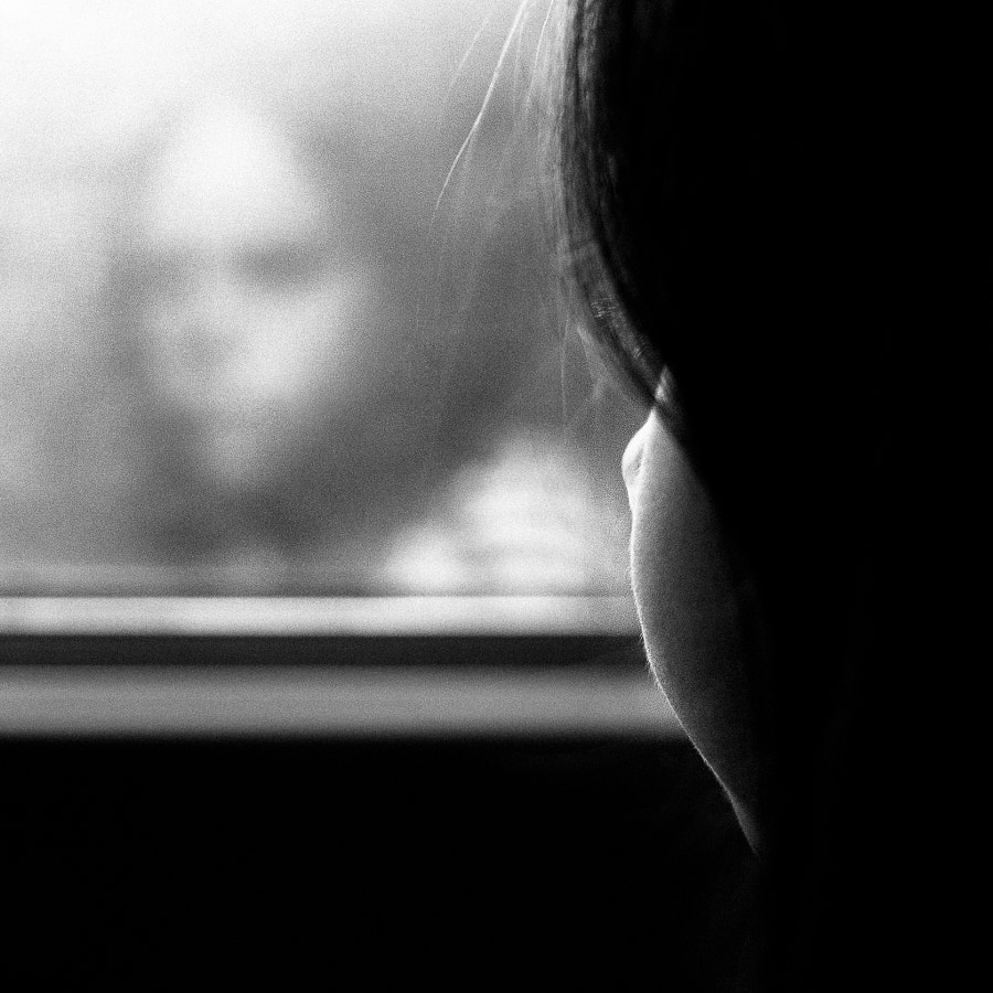 Dans le train by Benoit COURTI on 500px.com