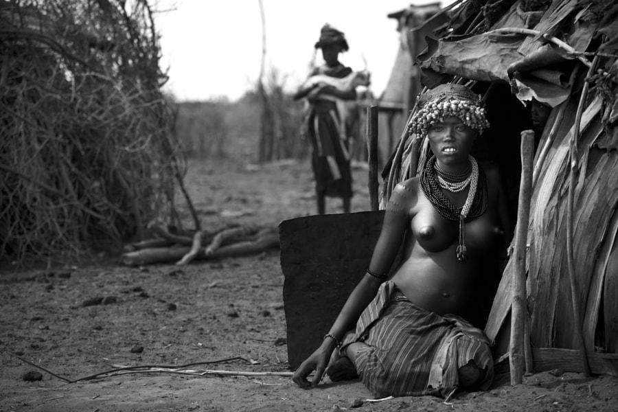 danesh woman sentada