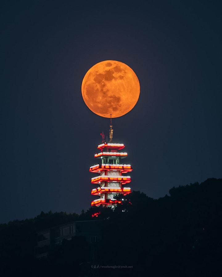 鹅岭超级月亮 by 歪杰  on 500px.com