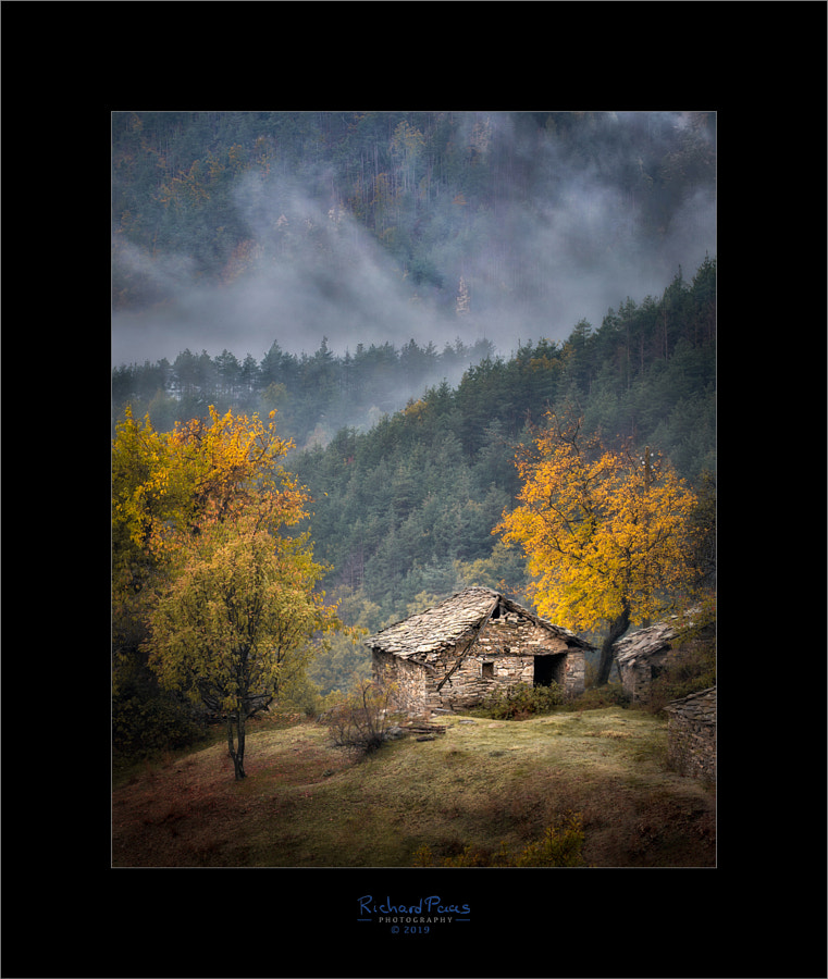 Old House near Tsurkvitsa by Richard Paas on 500px.com