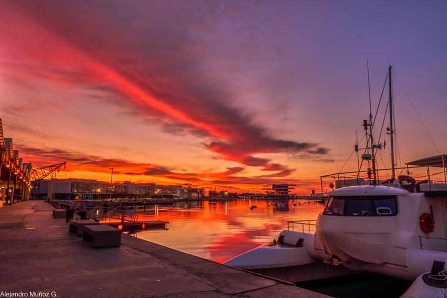 Fuego en el cielo del Puerto de Valencia by Álex Muñoz i Garcia on 500px.com