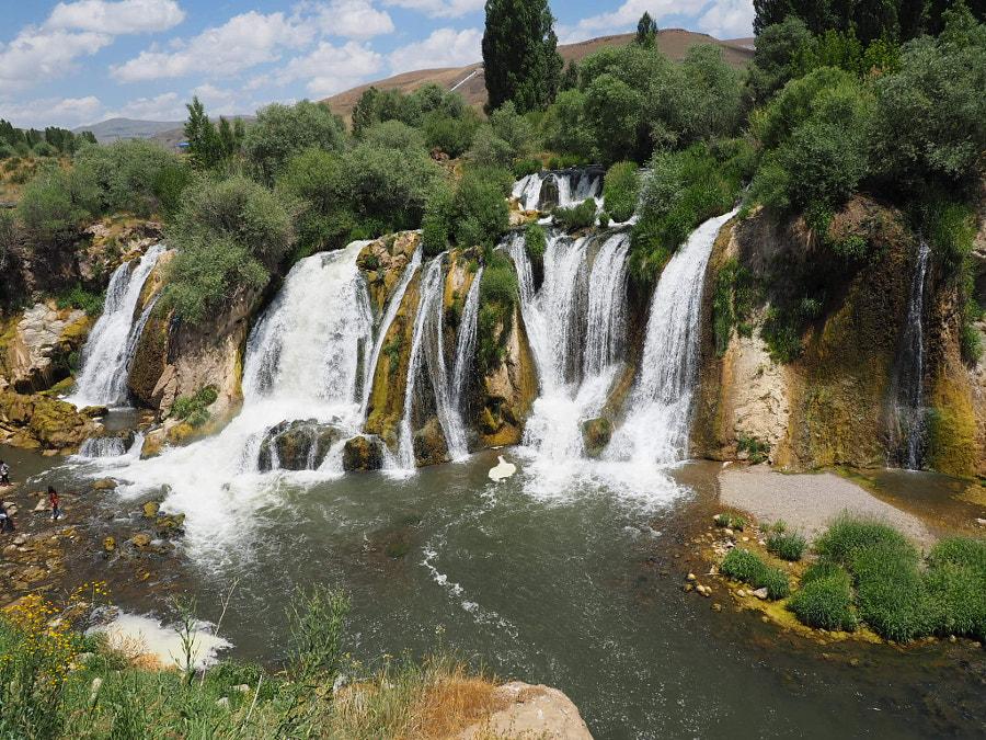 Muradiye şelalesi by FURKAN KARABULUT on 500px.com