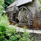Постер, плакат: Water wheel in operation: