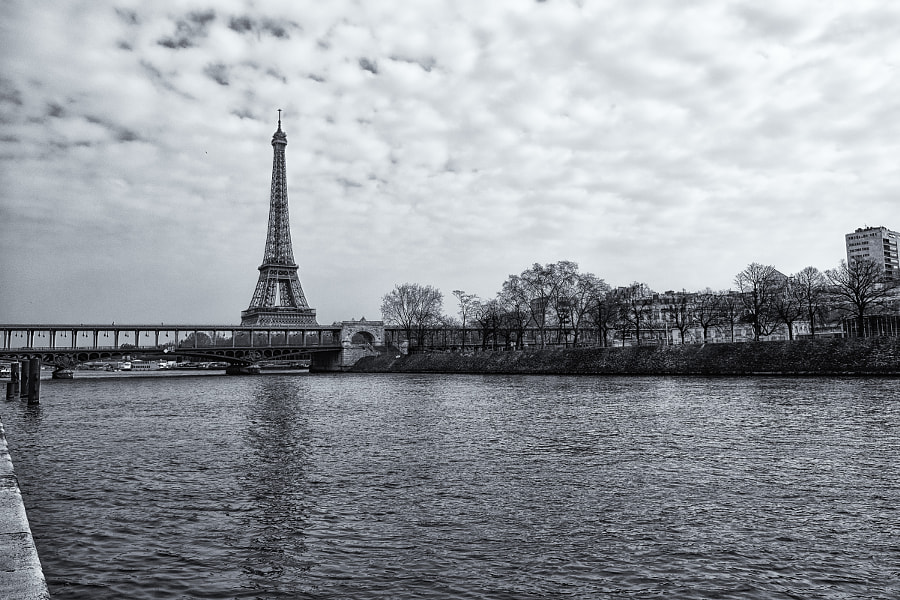 Tour Eiffel behind the Bir-Hakeim bridge