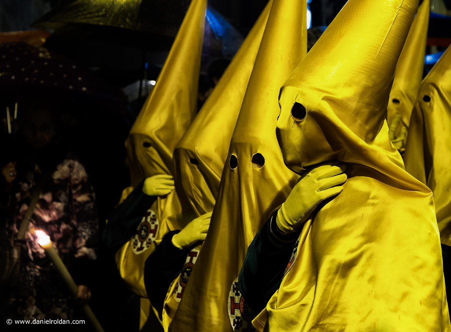 Photograph Nazarenos by Daniel Roldán on 500px