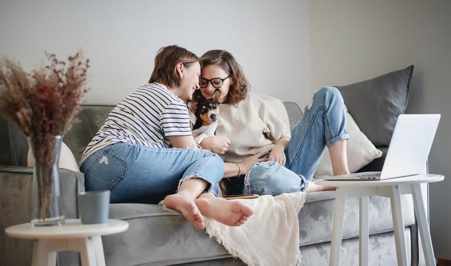 Beautiful lesbian family with dog  at home  by Olesya Kuznetsova on 500px.com