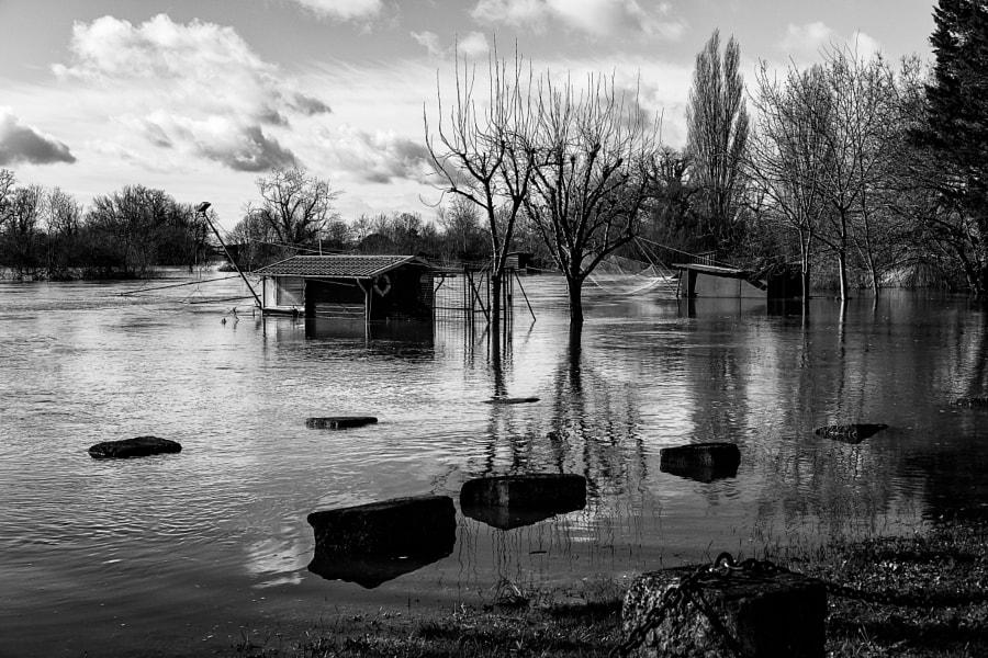 Cabane les pieds dans l'eau by Fabrice Denis Photography on 500px.com