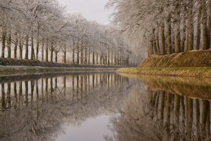 Frosty reflections by Martin Podt
