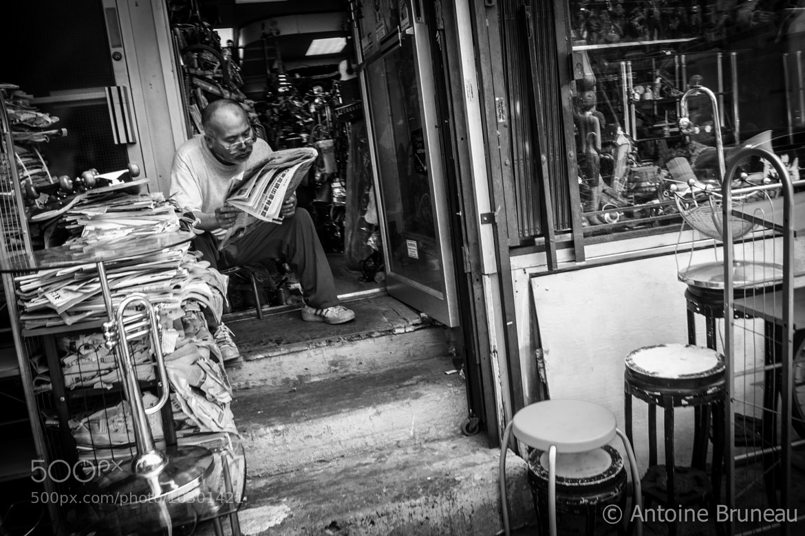 Photograph Reading News by Antoine BRUNEAU on 500px