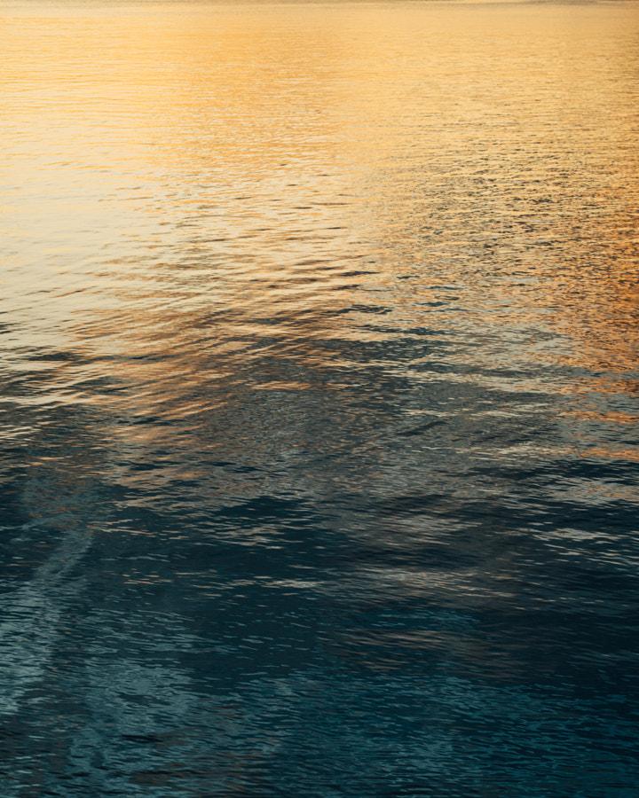 Midnight sun reflecting in ocean by Brynjar Tvedt on 500px.com