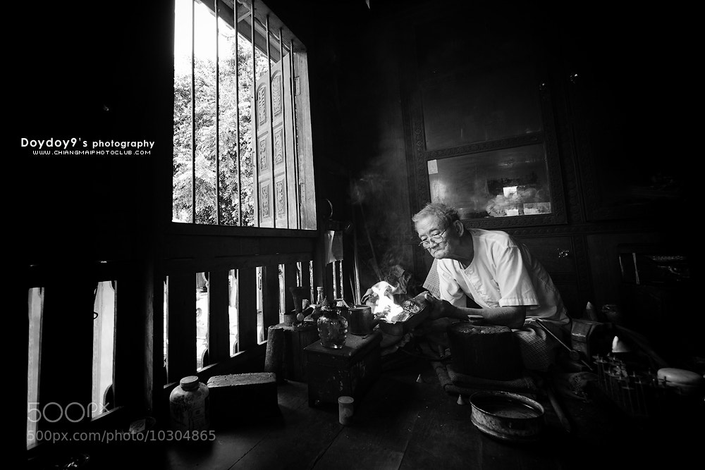 Photograph Uncle do barrette by traditional methods. by Doy Pdamobiz on 500px