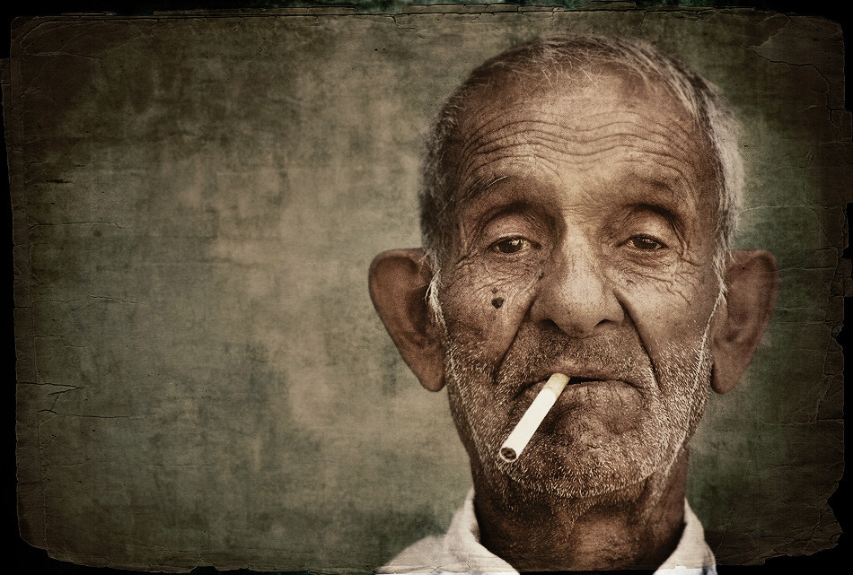 Photo An old man with cigarette par Silvia S. on 500px