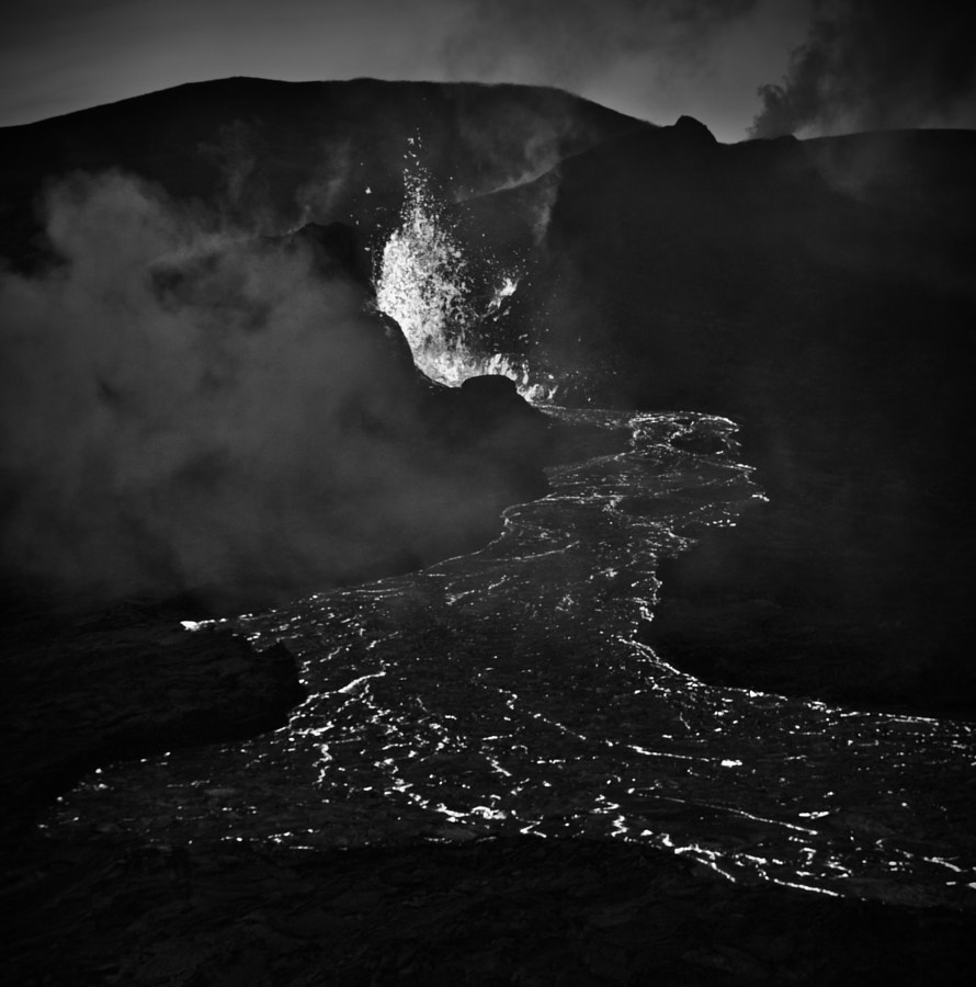 olcano_with_lava_bw