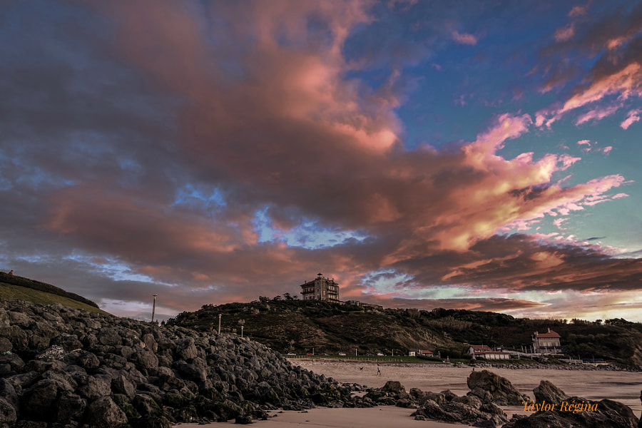 Ilbarritz Castel..... And low tide☀️😁🌺🥀🕺🧚 by Taylor  Regina  on 500px.com