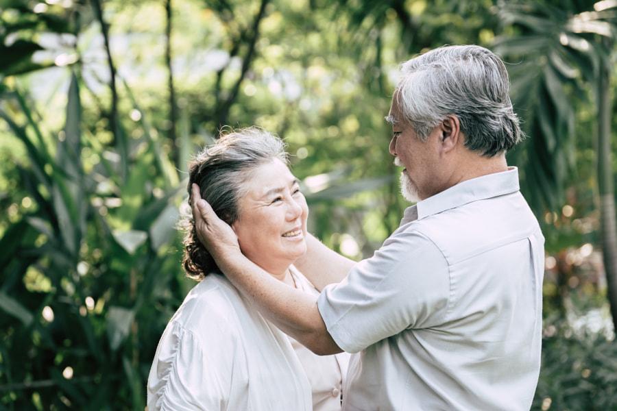 Elderly Couples Dancing together by Prakasit Khuansuwan on 500px.com