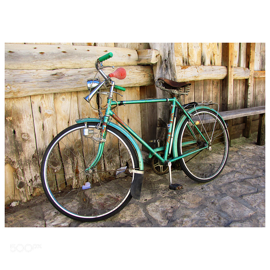 Photograph the green bike ... by Pedro Liborio on 500px