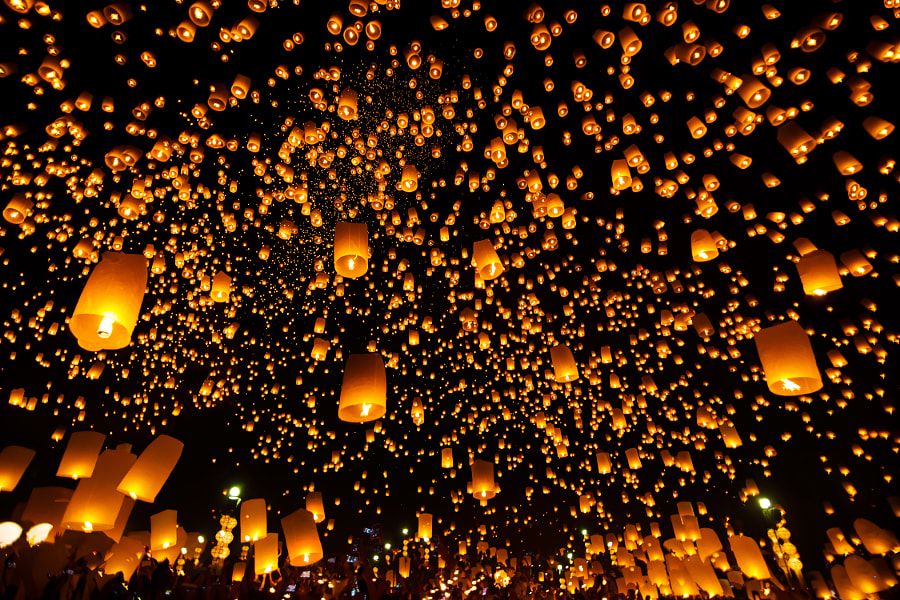 Yee Peng Festival by SAMART BOONYANG on 500px.com