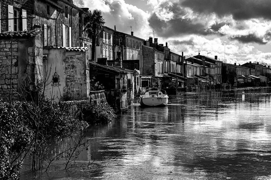 Les maisons les pieds dans l'eau par Fabrice Denis Photography publiée le 02/08/2021 sur 500px.com