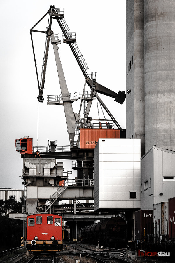 Photograph Loading Crane by hitzestau on 500px