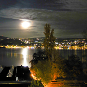 Moon over Lake Zurich by Thomas Marti (thmarti)) on 500px.com