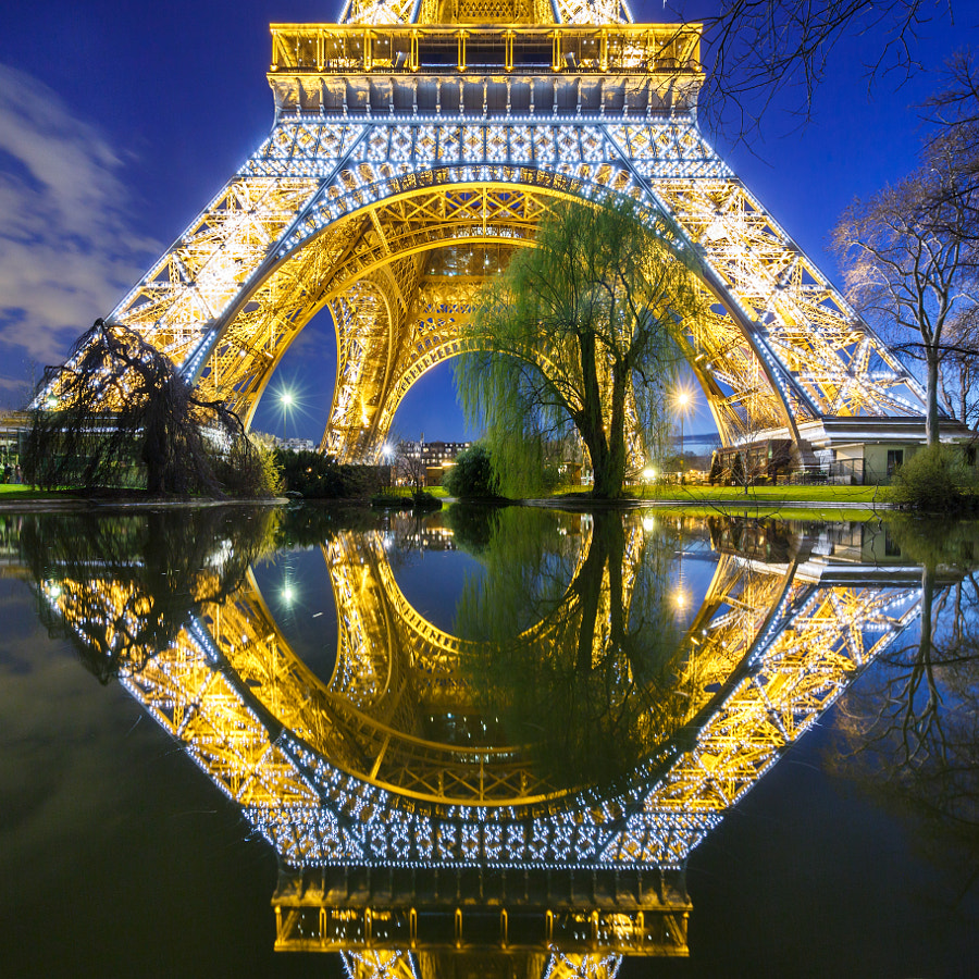 Pool Mirror on enlightened Eiffel Tower