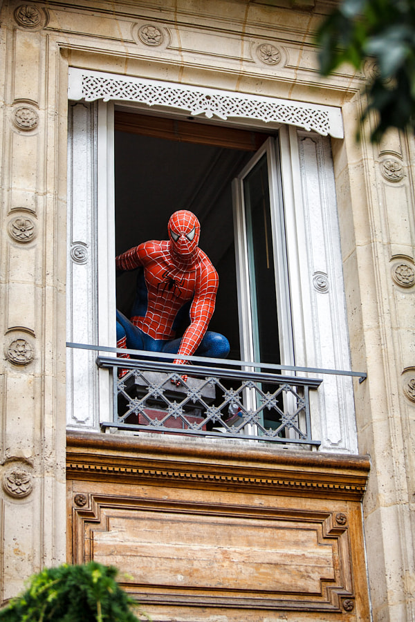 Spiderman in Paris