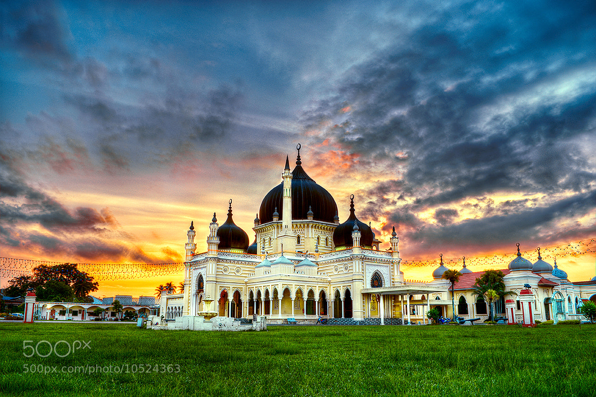 Photograph State Mosque of Kedah by Sam Kranz on 500px