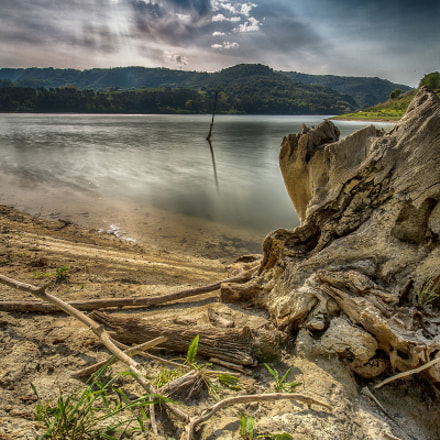 The Gurdian of the lake - HDR